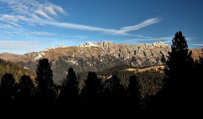 Blick zur Peitlergruppe mit dem Peitlerkofel 2875 m