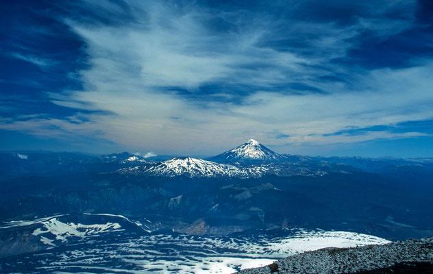 Von dem ca. 2800 m hohen Vulkan hatten wir natürlich auch eine fantsatische Aussicht auf andere Vulkane der Umgebung.