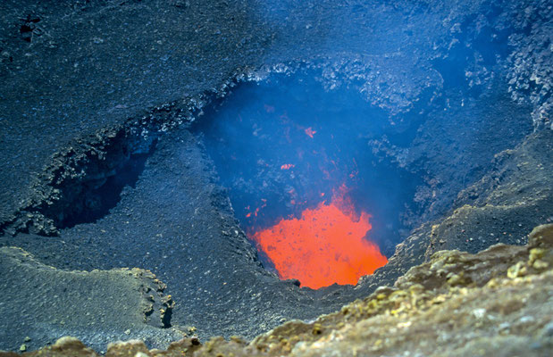 Und wir hatten auch Glück, wir hatten freien Blick in den Krater und sahen die brodelnde Magma. Unglaublich !