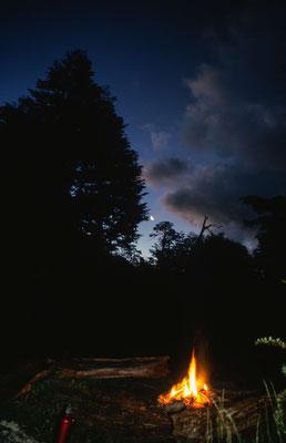 Im Camp Renahue schlugen wir unser Lager auf und konnten am abend ein Lagerfeuer unter einem traumhaften Sternenhimmel machen.