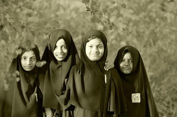 Moslemische Schülerinnen nach dem Unterricht