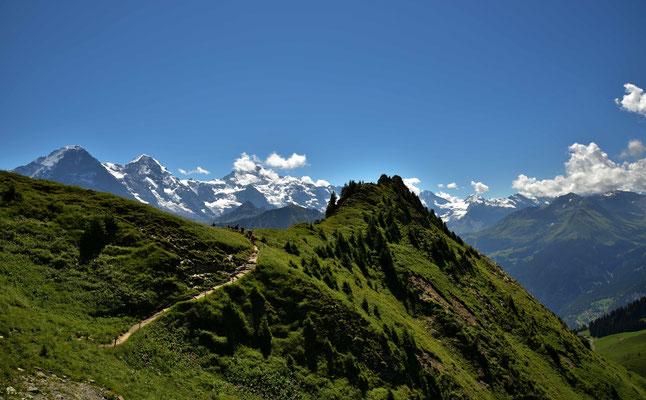 Wanderer auf dem beliebten Höhenweg