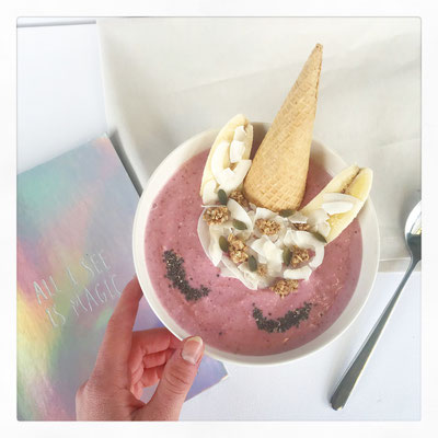 Unicorn smoothie-bowl