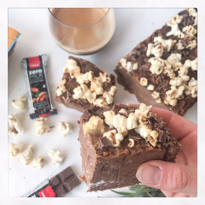 Chocolade brownies met popcorn