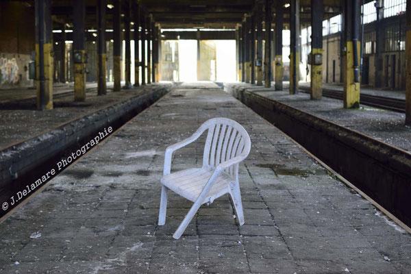 Prend une chaise