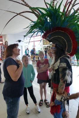 Bürgermeisterin von Derenburg im Gespräch mit Indianern