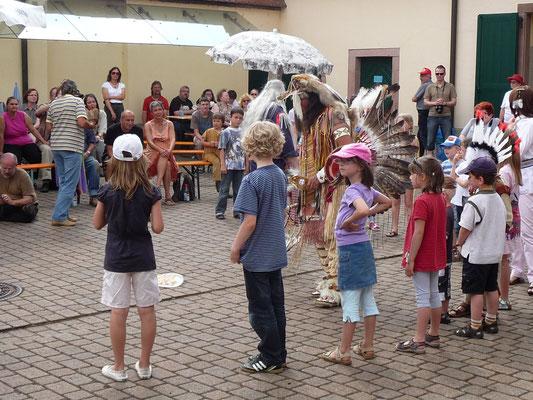 Museumsgäste dürfen mit tanzen