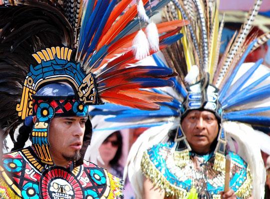 Indianertänze mit Roberto und Victor (Azteken)