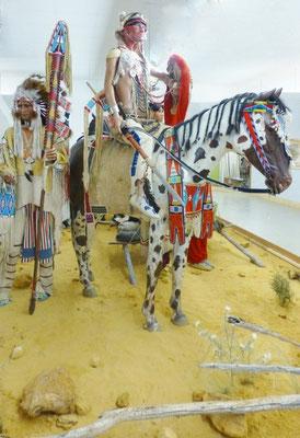 """""""Kulturbereich Prärie / Plains""""   Wir zeigen  lebensgroße Figuren in einer nachstellen Prärielandschaft, mit begehbarem Tippi und zwei weiteren Ausstellungstippis. Sowie ein Apaloosa-Pferd mit originalem Sattel ca. 1870   COPYRIGHT: Thomas Merbt"""