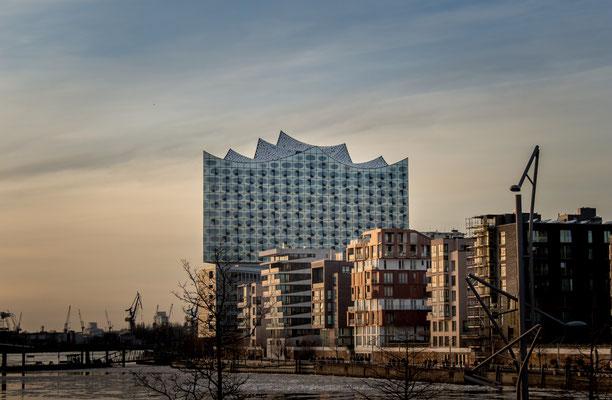 Die bekannte Elbphilharmonie in der Hafencity