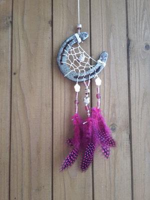 Moon Glücksfänger mit gewachstem Bauwollband, verschiedenen geschliffenen Glasperlen, 2 Eulenperlen aus Porzellan und pinken Perlhuhnfedern