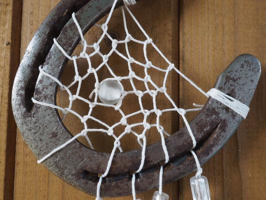 Detailbild Hufeisen mit Netz