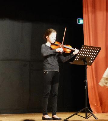 Marie Collard au violon