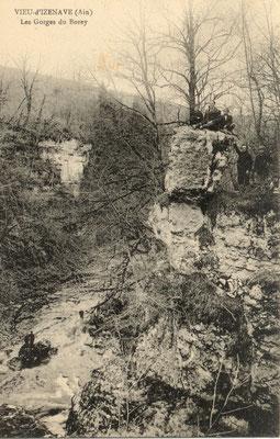 Vieu d'Izenave: Le rocher Lamartine sur le Borrey