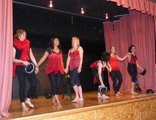 Danse cabaret par la troupe d'Hauteville