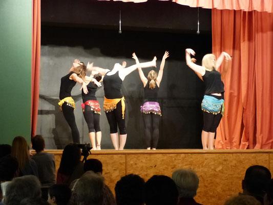 Danse orientale par la troupe d'Hauteville