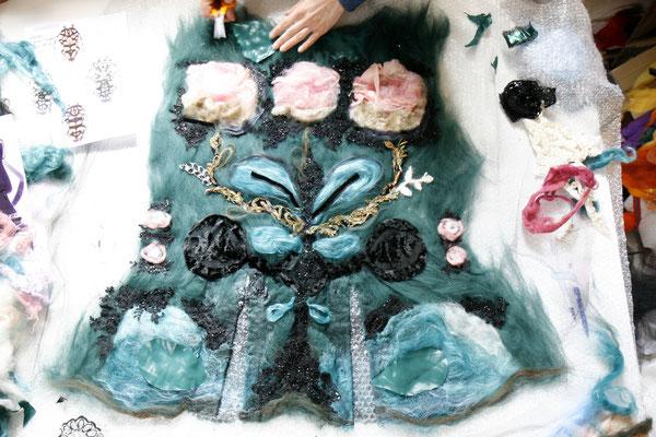 Mariam Partskhaladze. Préparation de la  veste sans couture. Laine, soie, broderie,