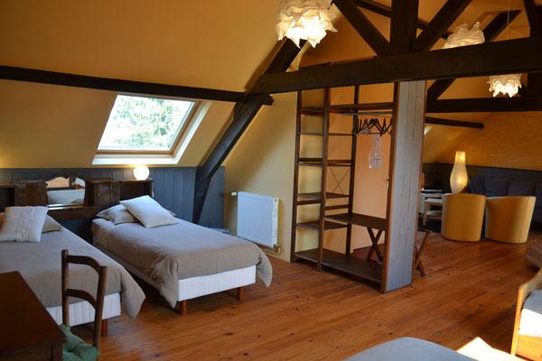 Suite familiale Le Grenier, grand espace couchage et espace salon