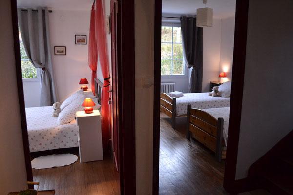 """La chambre """"enfants"""" dispose également d'une porte donnant sur le palier"""