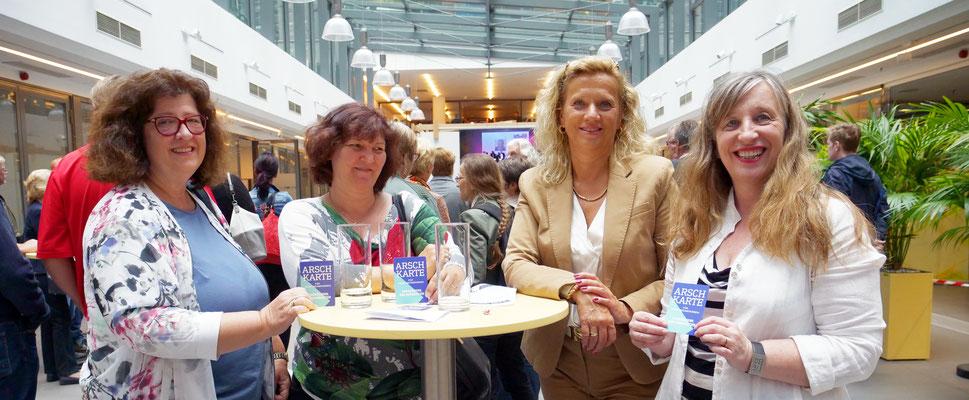 Margit Hahn (re.) und ihre Kolleginnen von der AUGE-UG.