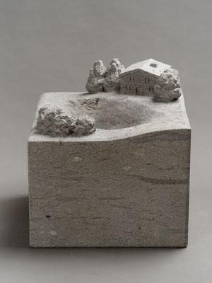 水を待つ庭 The garden waiting for water  2016 白河石(※砂岩)Shirakawa stone(※Sandstone) W355xD350xH355(mm)