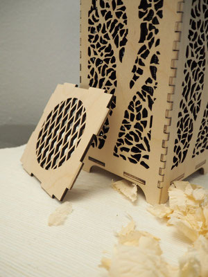 Duftsäule aus heimischem Holz mit Motiv-Aussparung