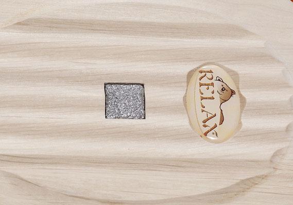 Detail: RELAX Massivholzteller mit Einsatz aus Naturdiamanten