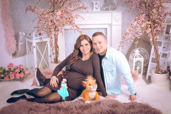babybauch-schwangerschaft-augsburg-fotostudio-diamond-deluxe.jpg
