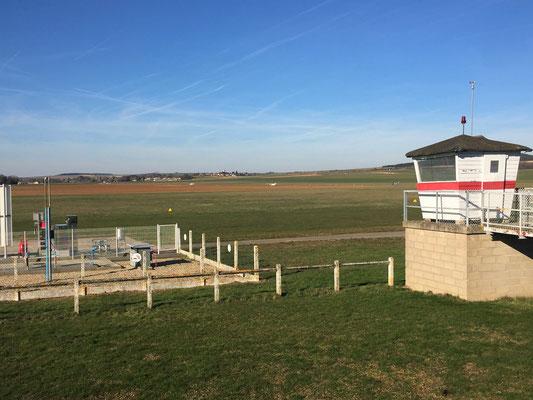 Aeroclub de Sens - Vue Nord - Tour - Taxiway chargée attente décolage 14D