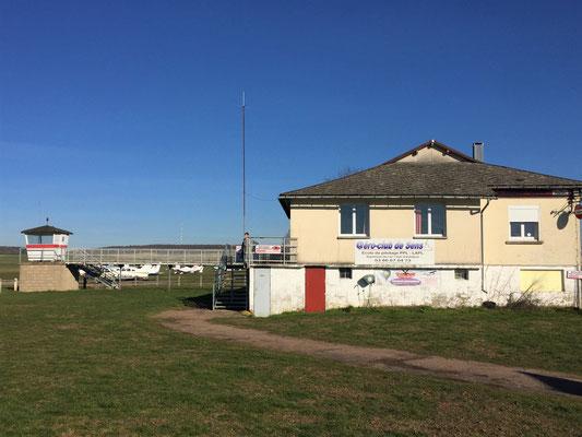 Aeroclub de Sens - Vu Est - Bâtiment et tour