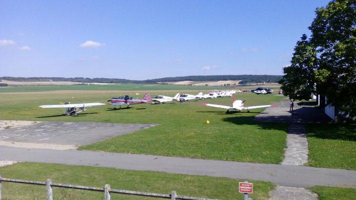 Aeroclub de Sens - Vue Est - Parking - Alignement