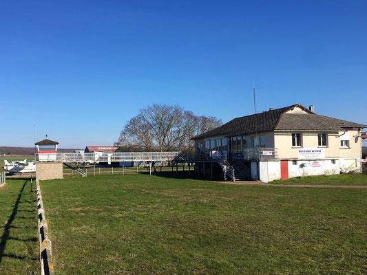 Aeroclub de Sens - Vue Sud-Est - Bâtiment et tour