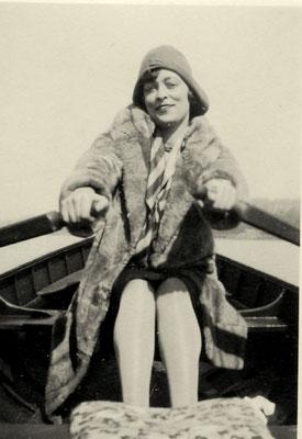 Julie sur l'eau à Paris (1929)