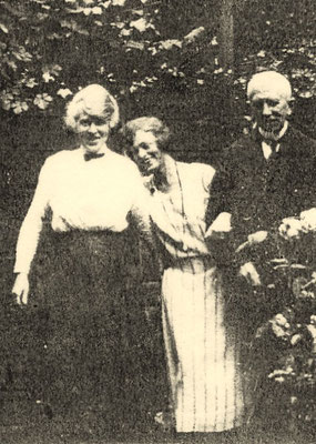 Julie avec ses parents, Banstraat, La Haye (1919)