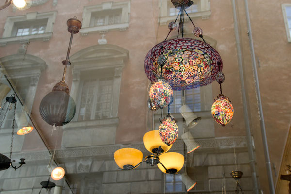FLIEGENDE LAMPEN