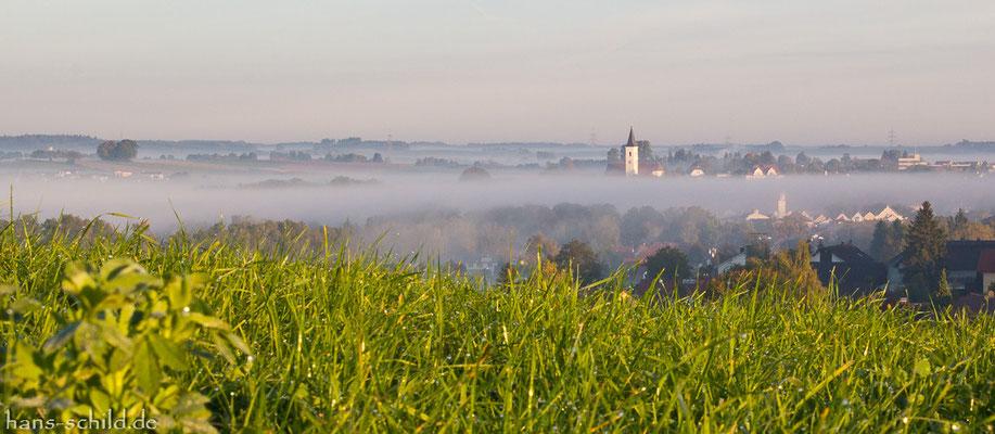 Dorfen im Herbstnebel