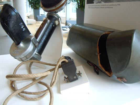 Support pour émetteur-récepteur téléphonique et simulation d'une prise de branchement
