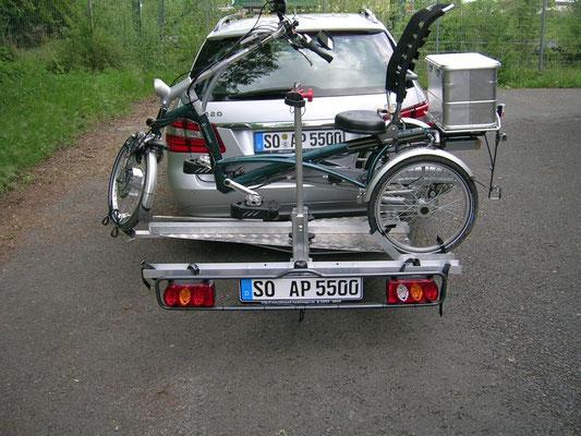 Dreirad Heckanhänger Rückansicht mit Dreirad in Braunschweig
