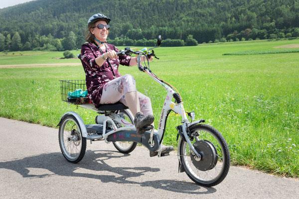 Dreirad Fahrerin im grünen Tuttlingen