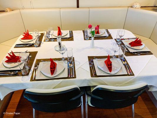 Der Tisch zum Kapitänsdinner