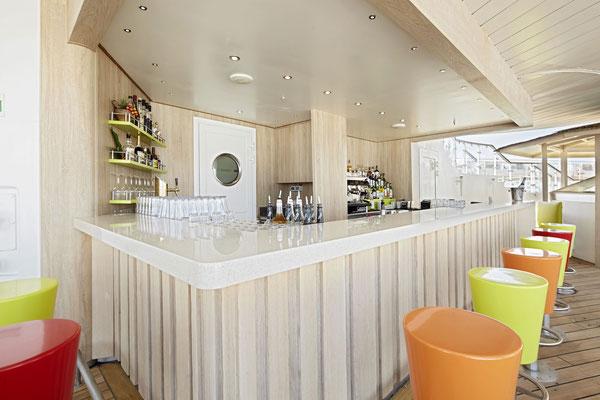 AIDAcara Pool Bar |©AIDA Cruises