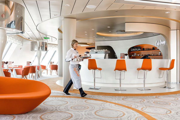 Café Lounge im Diamanten | © TUI Cruises
