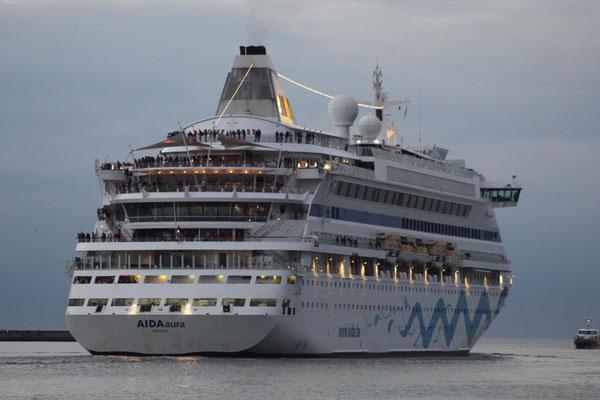 AIDAaura Auslaufen Warnemünde 17.10.2019