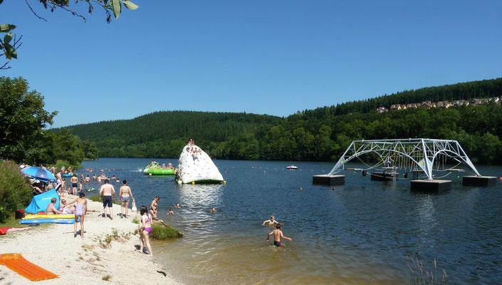 Wasserseilgarten Klettereisberg Sommerferien Strandbad umsonst