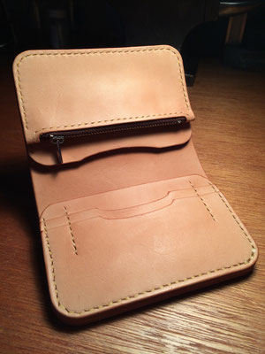 Middle Wallet .      Material : saddle leather / Size : 130mm × 103mm × T 18mm