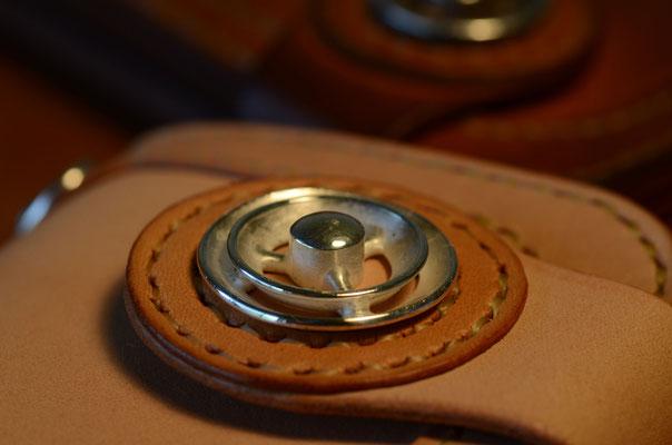コンチョはsilver 925 で鋳造。