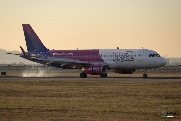 G-WUKF A320-232 8210 Wizz Air UK