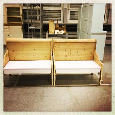 Aus einem alten Bett zwei Sitzgelegenheiten geazaubert