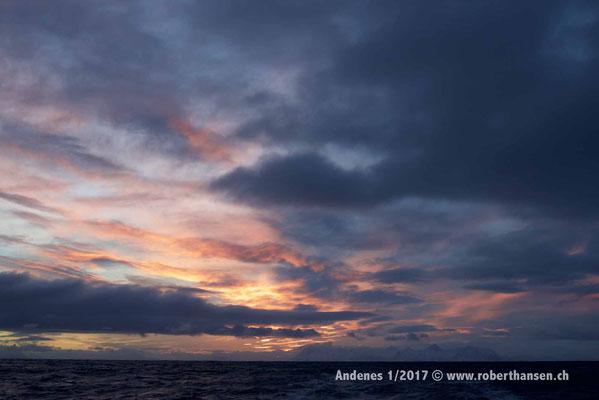 Um die Mittagszeit kommt die Sonne nur kurz über den Horizont - 1/2017 © Robert Hansen