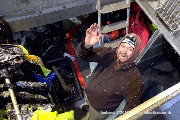 Matti grüst aus dem Frachtraum - 1/2017 © Robert Hansen